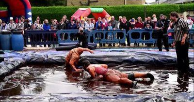 Combattimenti saporiti ai campionati di lotta nel sugo