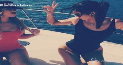Khloe Kardashian 'promuove' il suo lato b e a prua sta in ...