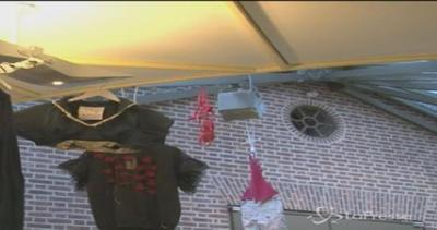 Vivienne Westwood trasforma i vestiti dei barboni in capi ...