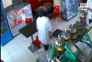 Arrestati due rapinatori dopo colpo in bar a Molfetta