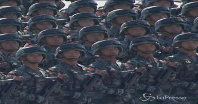 Gigantesca parata a Pechino: sfilano 12mila soldati, ...