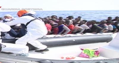 Più di 3mila migranti soccorsi in pochi giorni: un bimbo ...