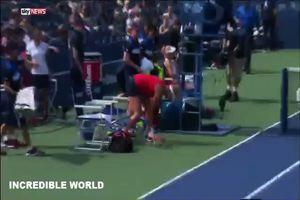 """Punto perso, tennista """"impazzita"""" distrugge la racchetta"""