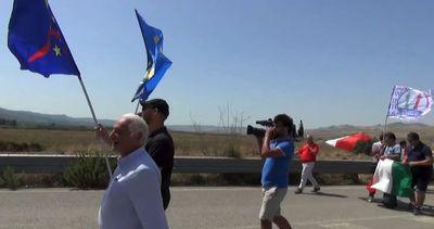 """Immigrati, sostenitori Salvini a Mineo: """"Lega invada la ..."""