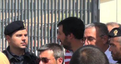 Salvini visita il Cara di Mineo: Ue e Italia complici ...