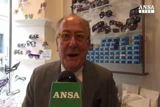 Papa Francesco vuole 'occhiali semplici