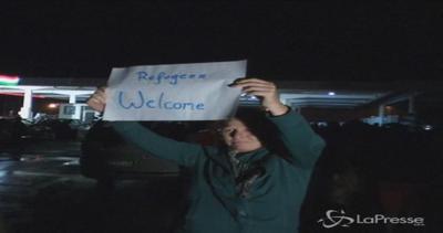 Germania e Austria aprono ai migranti. In arrivo i primi ...