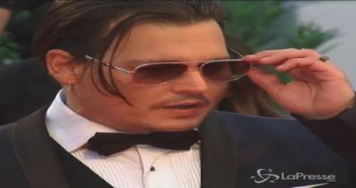 Johnny Depp star del red carpet a Venezia: fan e fotografi ...