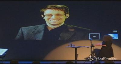 Snowden riceve premio libertà d'espressione: Amo gli Usa ...
