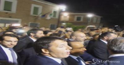 Renzi e Hollande in visita a sorpresa alla Festa dell
