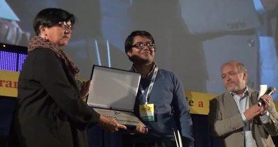 Al blogger Asif Mohiuddin consegnato premio Anna ...