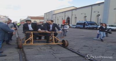 Franceschini arriva con De Luica in risciò-tram a Stati ...