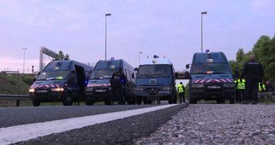 Migranti entrano nel tunnel della Manica, treni bloccati ...