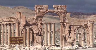 Siria, l'Isis distrugge l'Arco di trionfo del sito di ...
