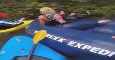 Rafting o pugilato? Botte tra sorelle sul fiume
