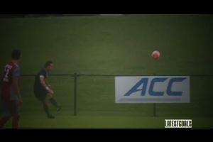 Punizione da centrocampo, effetto incredibile e la palla ...