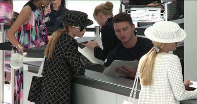 Chanel prende il volo, sfilata check-in e modelle con il ...
