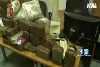 Droga: scoperto box con 30 kg stupefacenti, due arresti
