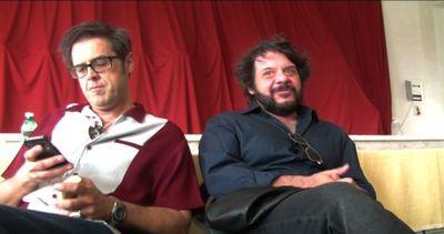 """""""Natale col boss"""", Lillo e Greg sul set tra DiCaprio e Di ..."""