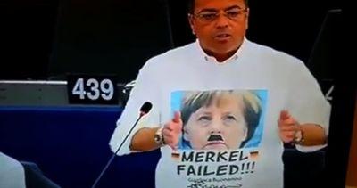 A Strasburgo Buonanno show, sulla maglietta Merkel stile ...