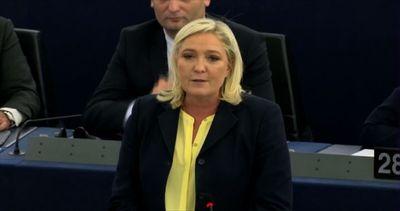 Marine Le Pen: Hollande vice cancelliere di Angela Merkel