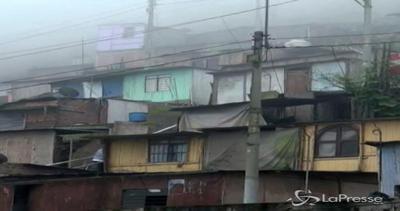 Cemento e filo spinato per dividere ricchi e poveri: a Lima ...
