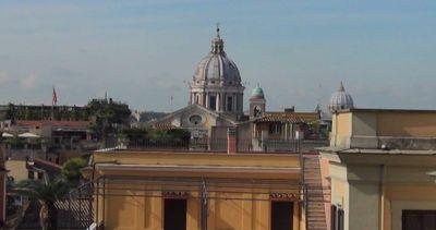 Turisti delusi a Roma, chiude la scalinata di Trinità dei ...