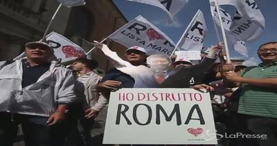 Opposizioni e Casapound contro Marino al Campidoglio: A casa