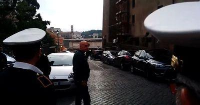 Marino arriva in Campidoglio, poi celebra un matrimonio