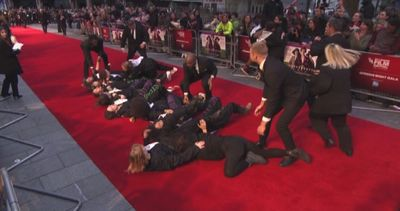 A Londra tornano le suffragette e invadono il red carpet