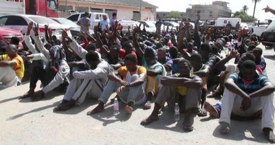 Libia, la polizia arresta 300 migranti su spiaggia di ...