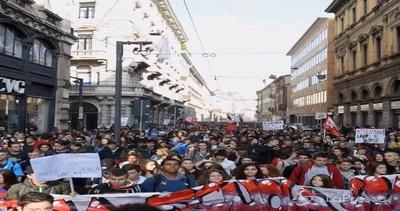 Milano, studenti in piazza contro la 'Buona scuola': slogan ...