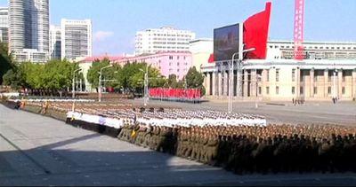 Le immagini della gigantesca parata comunista a Pyongyang