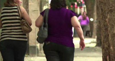 Il mondo ingrassa, quasi un miliardo obeso nel 2025