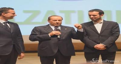 Berlusconi racconta barzelletta a convention Fi: nightclub, ...