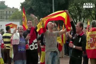 Festa nazionale Spagna, manifestanti in piazza