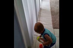 Ecco come tenere occupato un bambino…