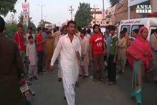 Pakistan, frana travolge baracche a Karachi