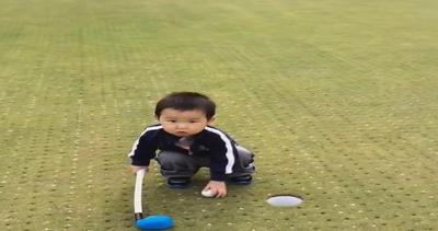 Fallisce il colpo a golf: la disperazione del bimbo è ...