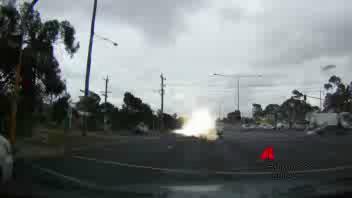 La macchina colpita dal fulmine