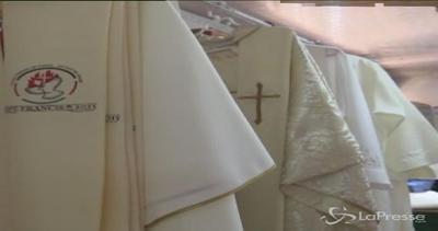 Gli abiti del Papa in Africa sono confezionati a Nairobi