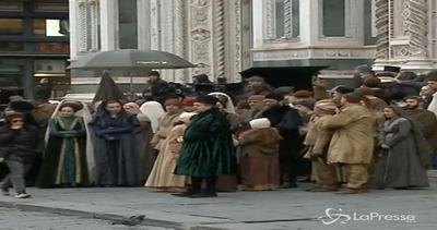 Piazza del Duomo a Firenze torna al Medioevo: primo set per ...