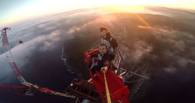A Istanbul selfie a 350 metri di altezza sul ponte in ...