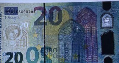 La Bce presenta la banconota da 20 euro a prova di falsario