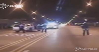 Usa: 17enne afroamericano ucciso da polizia, il video ...
