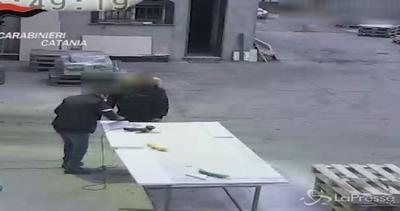 Catania: 8 arresti per estorsione, l'imprenditore paga il ...