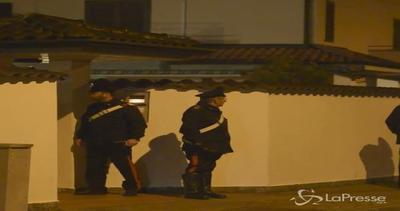 Milano, sorprende ladri in casa e spara: uno è morto, due ...
