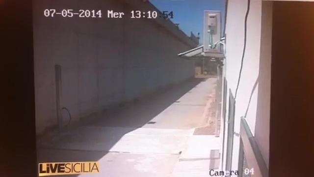 Il video dell'evasione dell'albanese dal carcere di Palermo