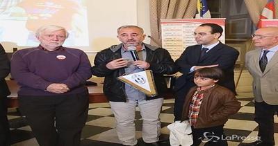 Torino, premiato profugo siriano che subì sgambetto in ...