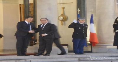 Parigi, l'arrivo di Renzi all'Eliseo per incontro con ...